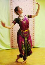 Photo of Bharatanatyam dancer by Marie-Julie Bontemps, 2014.